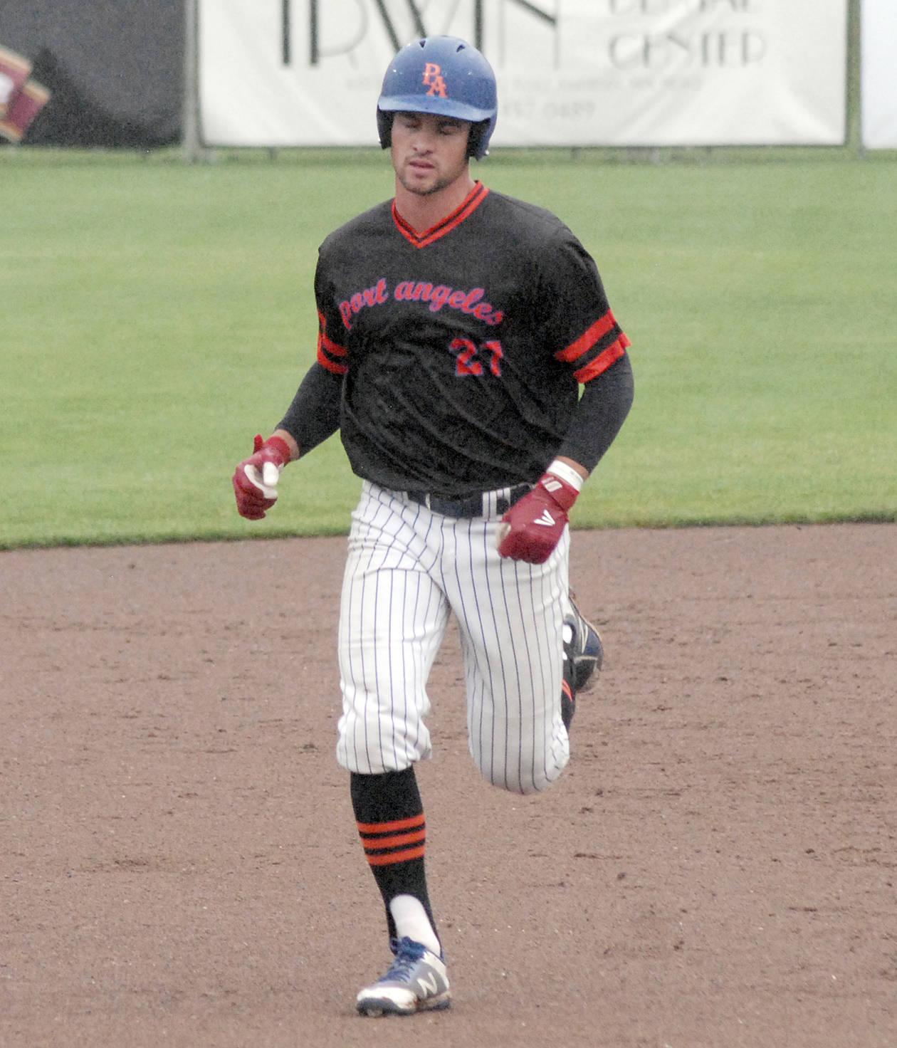 LEFTIES: Kinsky, Chavez team on 3-hitter as Port Angeles wins pitchers' duel